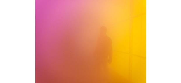 Installationsfoto: Ann Veronica Janssens: Blue, Red and Yellow, 2001